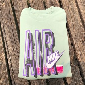 Nike T-shirt NWOT